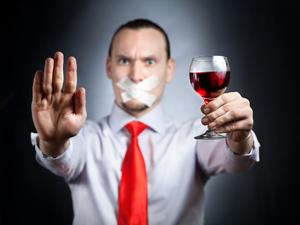 Нельзя употреблять алкоголь при приеме лекарств