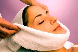 Горячие компрессы для кожи лица с махровым полотенцем